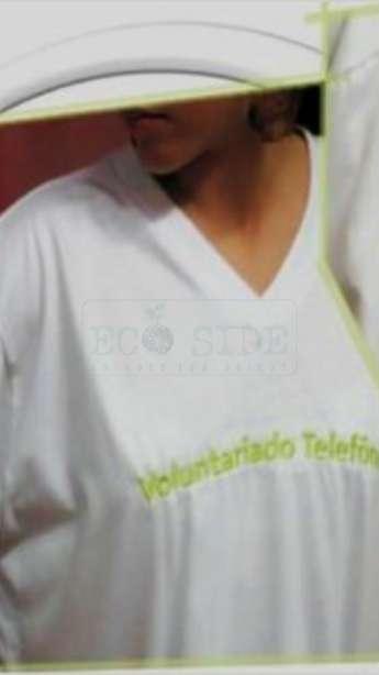 Camiseta em malha Pet gola V