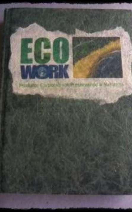 Agenda reciclada costurada modelo diaria em papel de fibras naturais