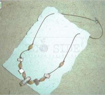 Foto: colar em material reciclado