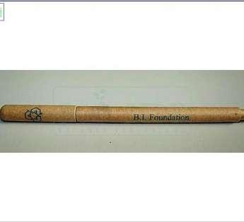 Foto: caneta reciclada de papel kraft modelo plus